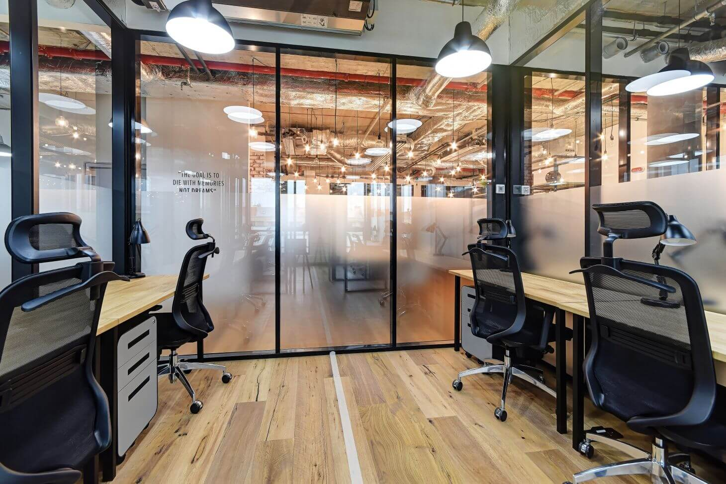Vybavená soukromá kancelář v Praze pro čtyři osoby | WorkLounge Karlín