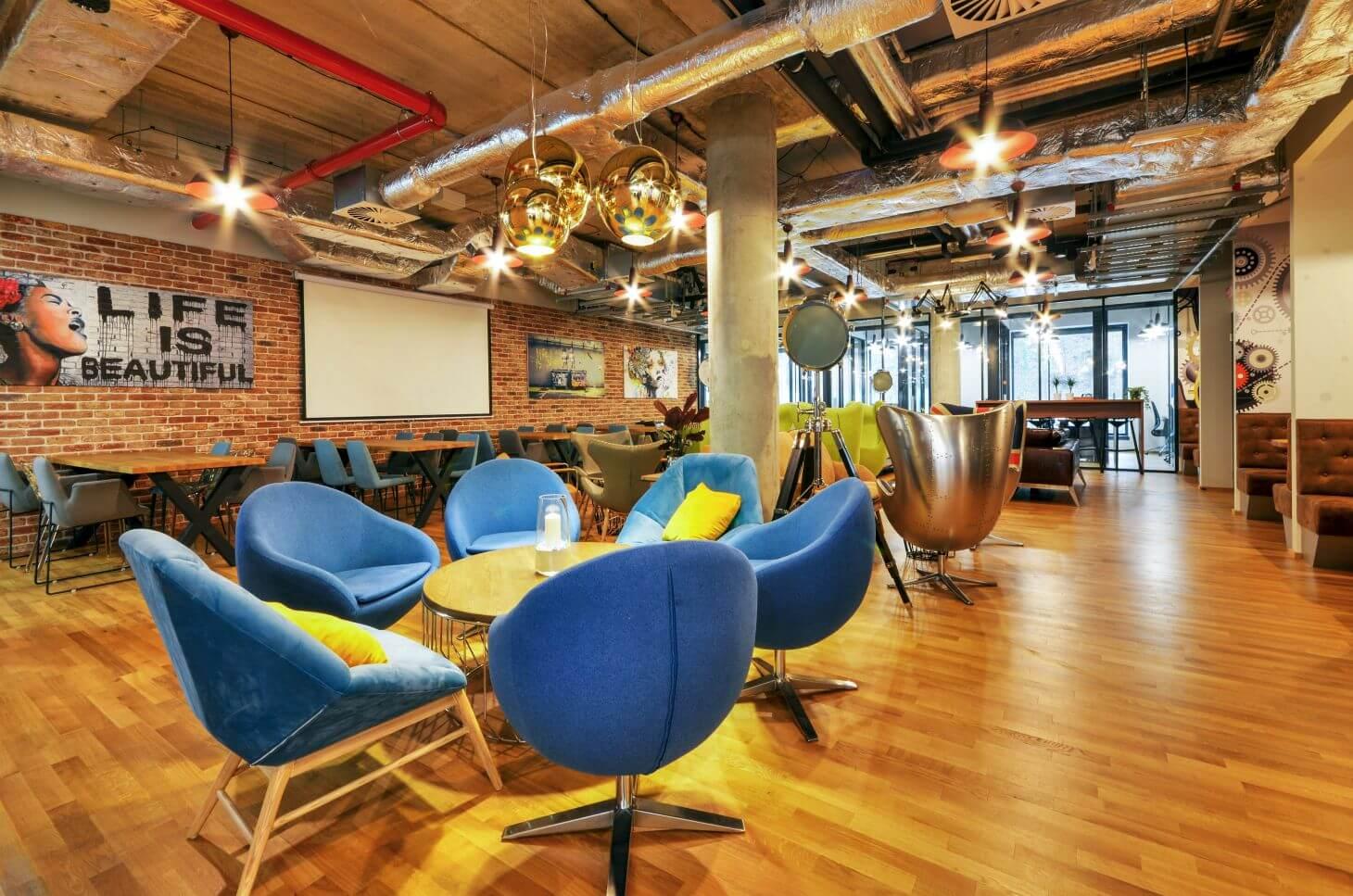 Pracovní prostor v coworkingu WorkLounge Karlín